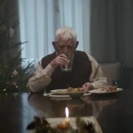 Kerstcommercial supermarkt over eenzame ouderen